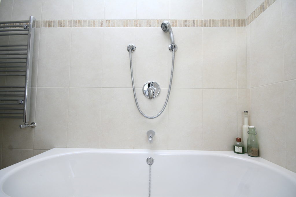 detail of luxuty bath with flexible shower