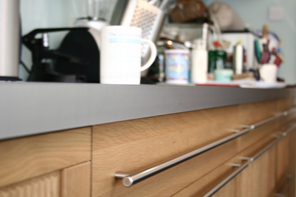 detail offloor units, handles and worksurface